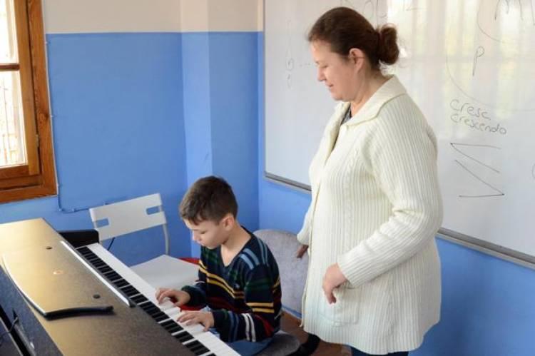 Kuşadası'na Müzik ve Bale okulu