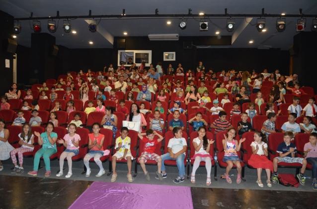 Kuşadası Belediyesi 1500 çocuğu tiyatroyla buluşturdu