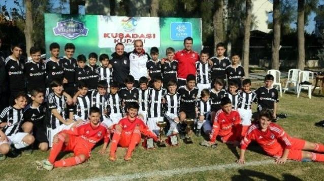 Kuşadası'nda futbol turnuvası