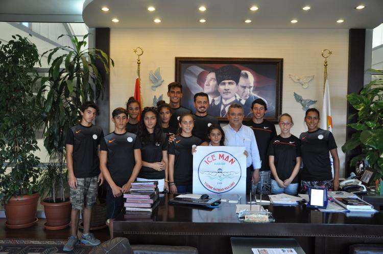 Geleceğin yüzücülerinden Başkan'a ziyaret