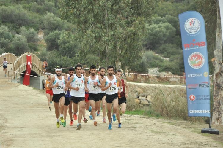Türkiye Kros Şampiyonası Finalleri Kuşadası'nda yapıldı