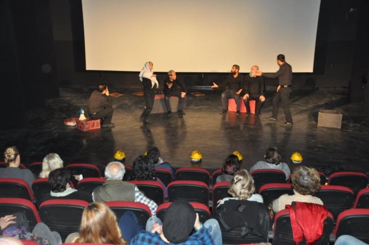 """Samsun Sanat Tiyatrosu """"Diren"""" ile Kuşadası'nda"""