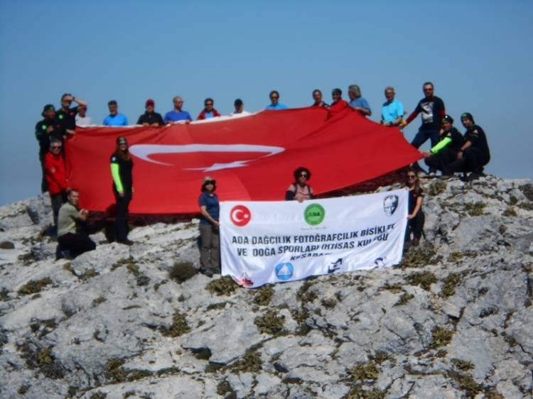 Kuşadalı dağcılar şehitler için zirvede