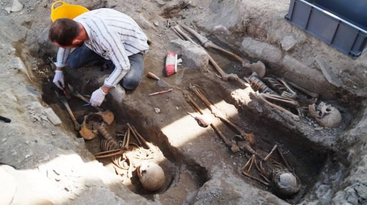 Kadıkalesi'nde insan iskeletleri bulundu