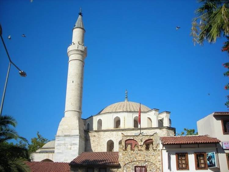 Kuşadası'nda 23 Camide Cuma namazı kılınacak