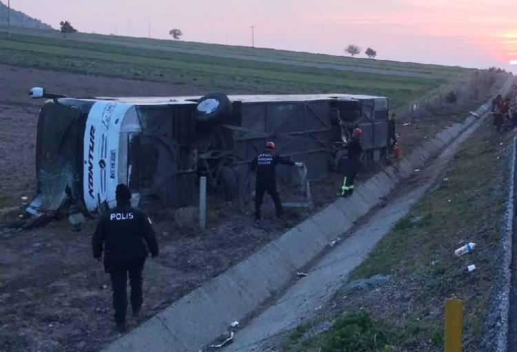 Kuşadası'na gelen otobüs kaza yaptı