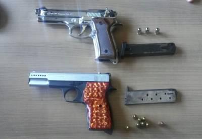 Çifte silahlı kovboy polise takıldı